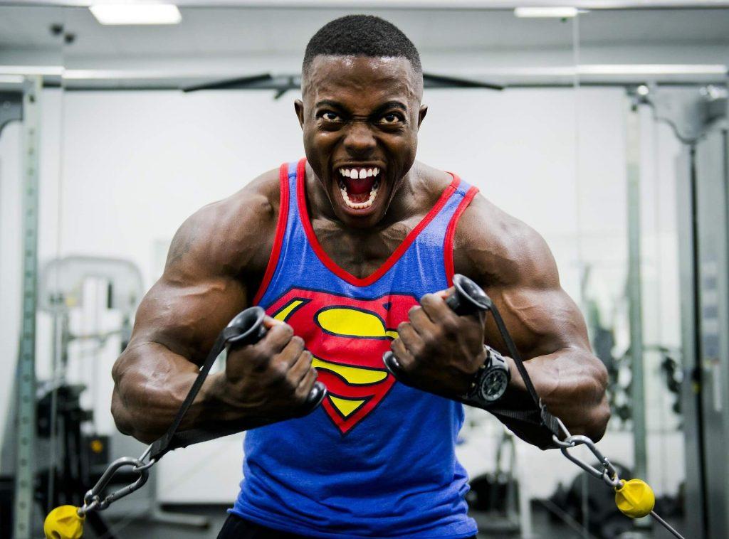 bodybuilder évite le stress par la musculation