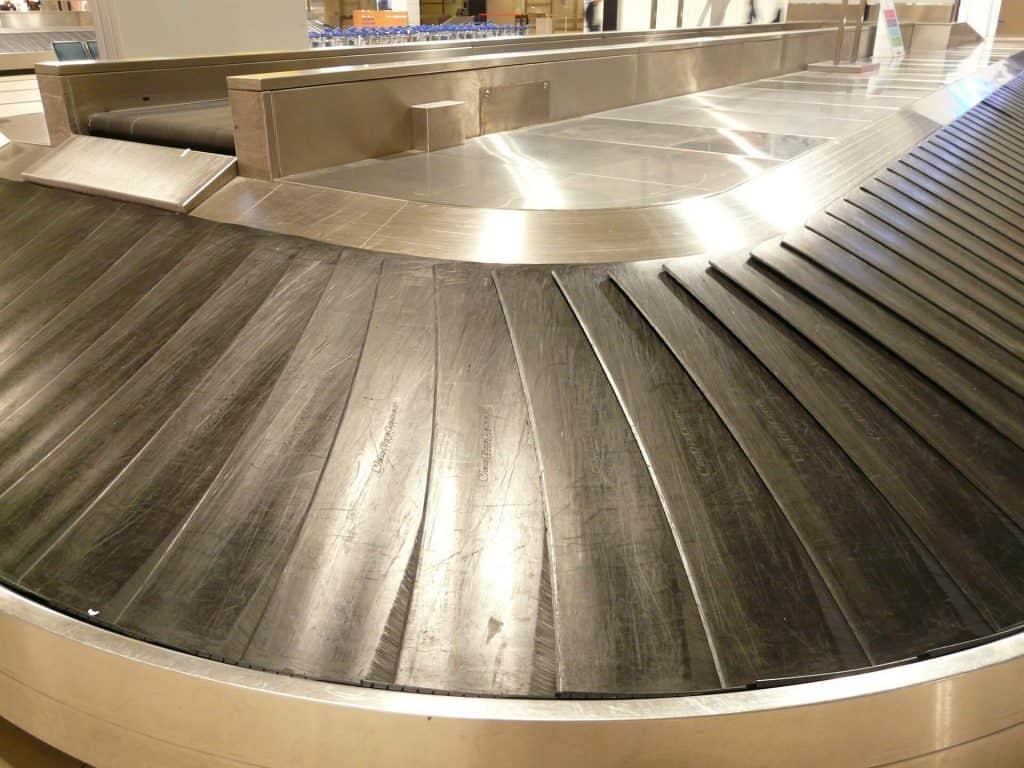 Récupérer ses bagages dans un aéroport est un facteur de stress Consultez donc les 14 conseils pour un vol sans stress de Passionzen