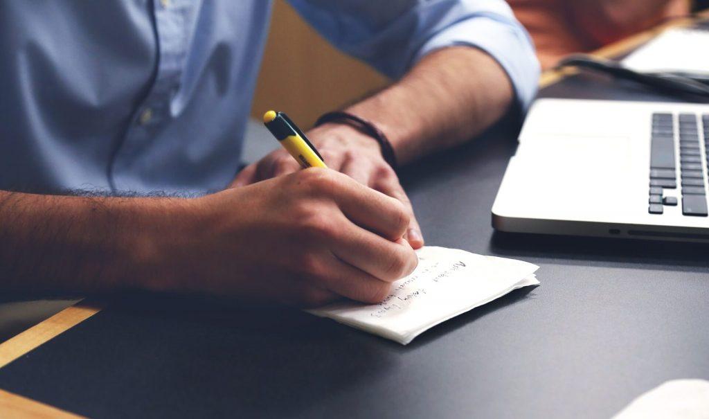 Pour se soustraire du stress : écrire et planifier ses futures tâches