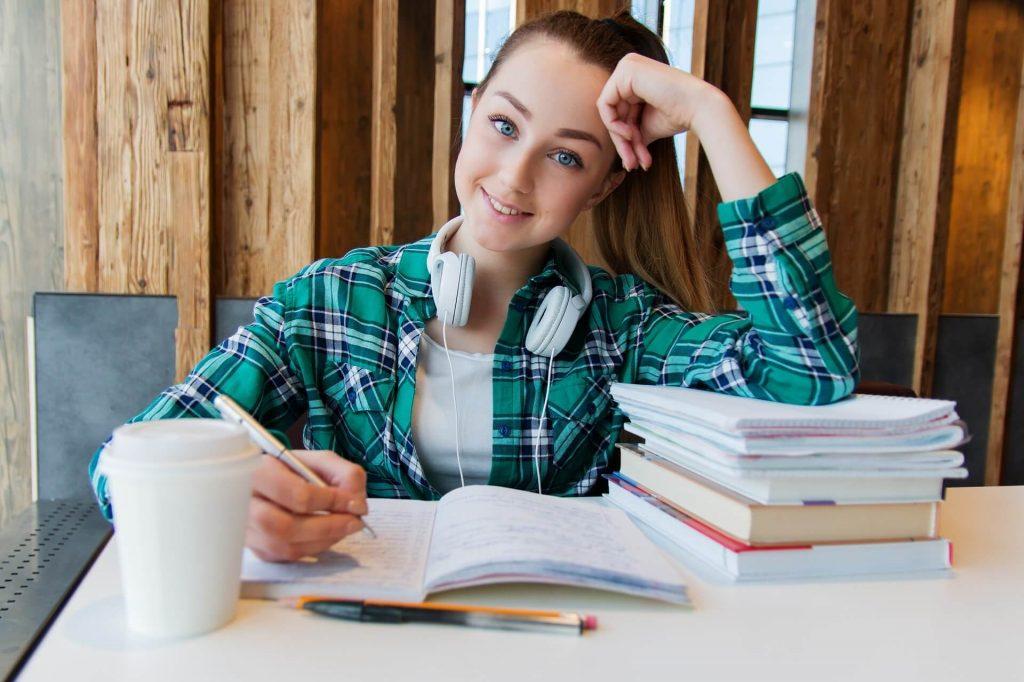 Le stress de l'étudiant provoqué par les études et un job
